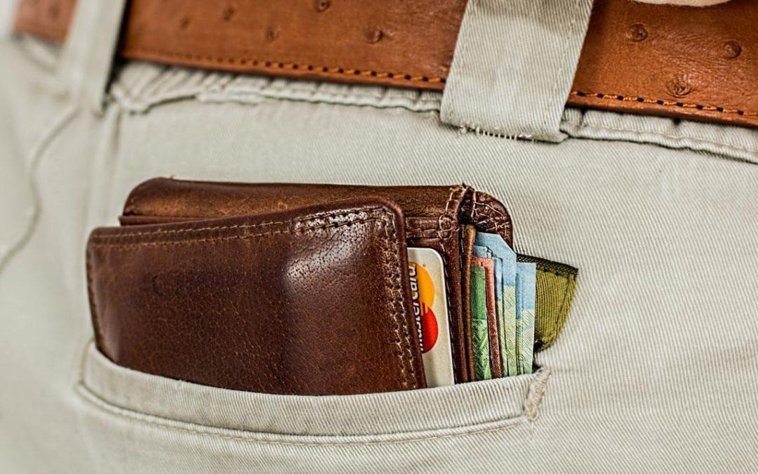 Cuidados ao andar com dinheiro na carteira